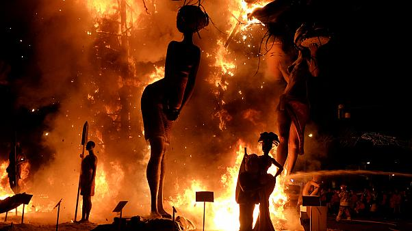 Фестиваль Лас Фальяс закончился большим огнем