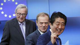 Japão e a UE querem travar protecionismo e escalada militar