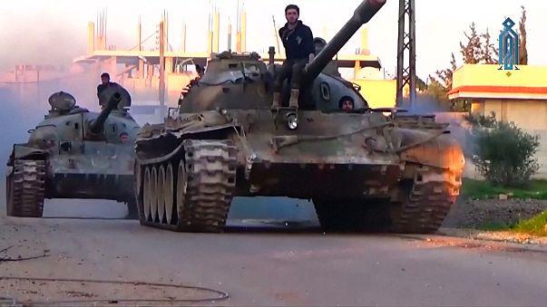 سوريا: فصائل المعارضة المسلحة تواصل شن هجمات على دمشق و حماه عشية بدء المفاوضات في جنيف