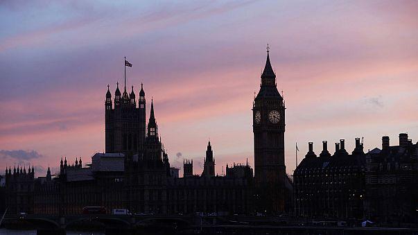 May tinha acabado de falar no parlamento antes da sessão ser interrompida