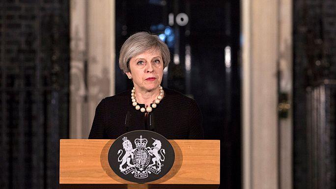 """Theresa May: """"Não vamos deixar que o mal e o ódio nos dividam"""""""