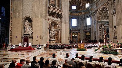 Réactions après les révélations sur les prêtres pédophiles protégés par l'Église catholique