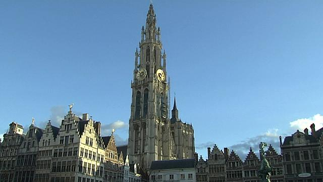 Driver arrested after speeding into pedestrianised street in Antwerp