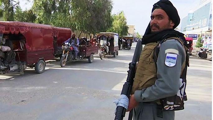 Taliban Sangin'in kontrolünü ele geçirdi