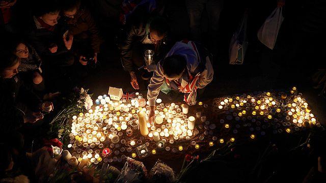 Londra'da yaşamını yitirenler için anma töreni