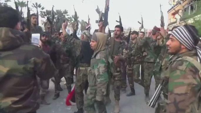 الجيش السوري يحتفل باسترداد مواقعه شرق دمشق