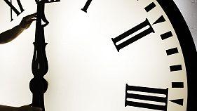 Переведите стрелки часов на час вперед