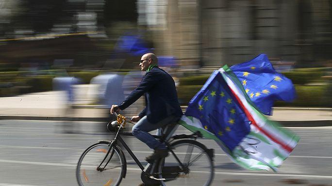 """Roma sokaklarında """"Avrupa Birleşik Devletleri"""" sloganları"""