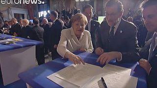 """Risas entre los líderes de la UE con las """"desastrosas"""" firmas de la Declaración de Roma"""