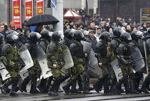Сотни участников акций протеста задержаны в столице Белоруссии