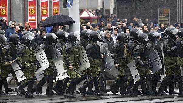 الشرطة البيلاروسية تفرق مظاهرة بالقوة مناهضة للرئيس لوكاشينكو