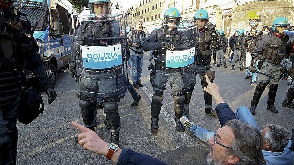 Róma: tüntetések az Európai Unió mellett, de ellene is