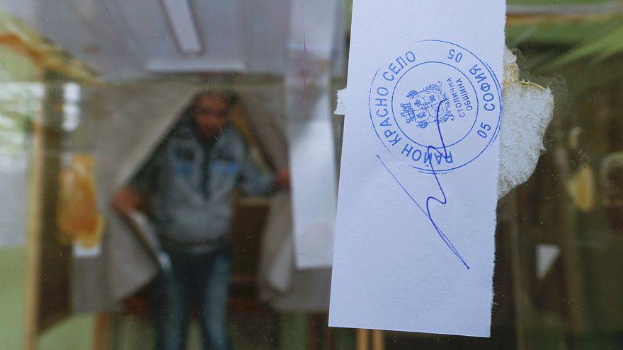البلغاريون يتوجهون إلى مراكز الاقتراع