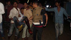 Bombenserie in Bangladesch: Mutmaßliche Islamisten umringt