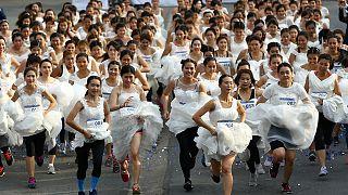 Na Tailândia as noivas correm por dinheiro