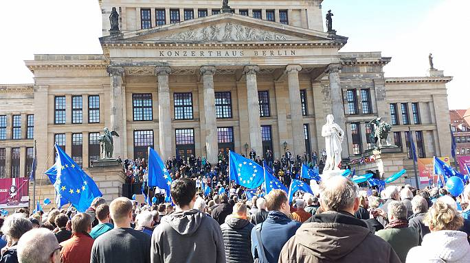 Große und kleine Pro-EU-Demos in 11 Ländern: #PulseOfEurope
