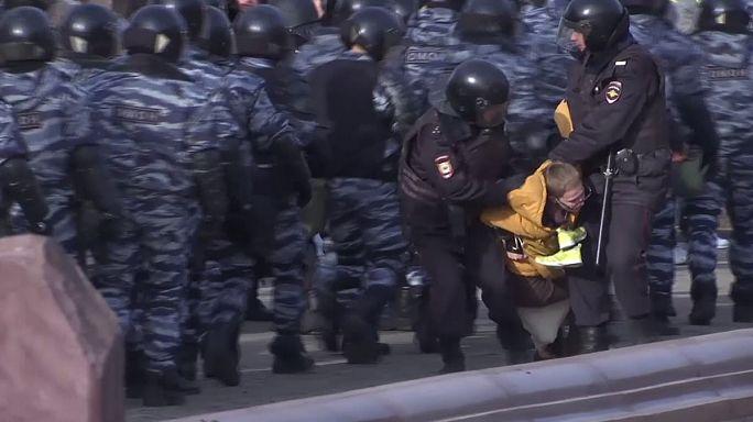Rusya'daki gösterilerde iktidar protesto edildi