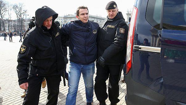 Bielorrússia: Manifestantes pedem a libertação de outros ativistas e acabam detidos