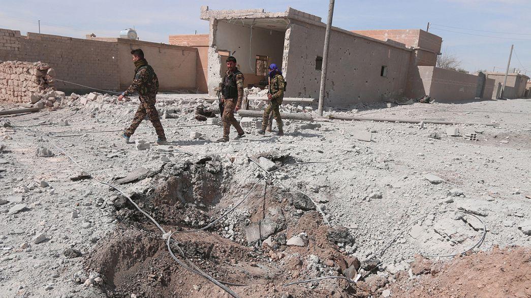 Siria, i curdi strappano all'ISIL lo scalo di Al-Tabqa