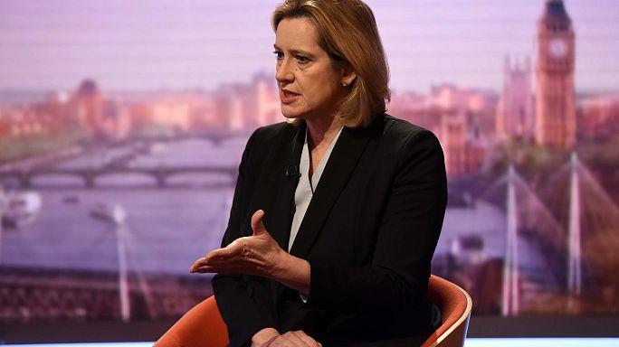 انتقاد وزیر کشور بریتانیا از عملکرد اپلیکیشنهای پیام رسان از جمله واتس اپ