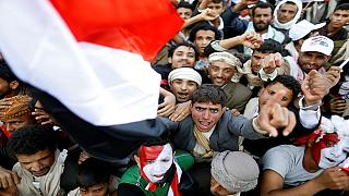 Sanaa, gigantesca manifestazione pro-Houthi ripresa da un drone