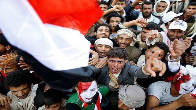 اليمن :درون يصور أكثر من 100 ألف متظاهر في صنعاء