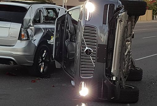 Auto senza pilota: Uber sospende test dopo incidente in Arizona