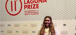 Ελίζα Σόρογκα: Η Ελληνίδα performance artist που μάγεψε την έκθεση ARTE LAGUNA της Βενετίας