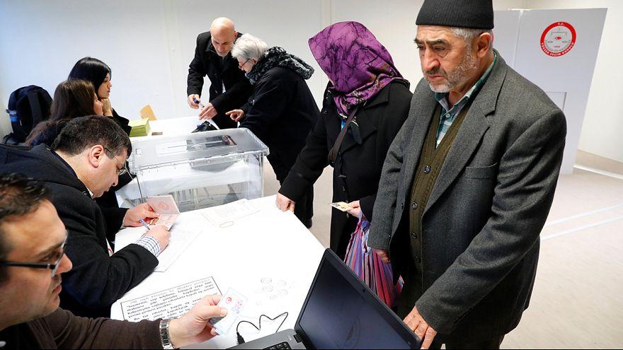 Πρόωρη ψηφοφορία ενόψει δημοψηφίσματος για τους Τούρκους πολίτες εκτός Τουρκίας