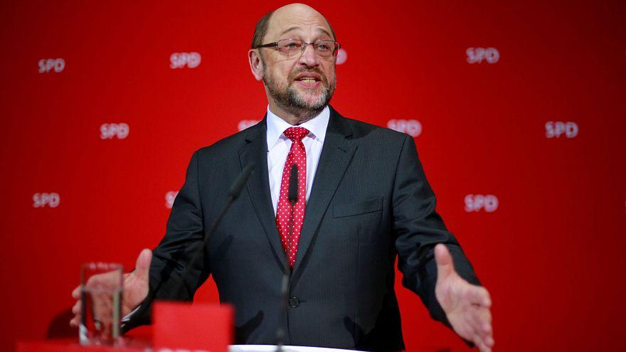 """Alemanha: CDU de Merkel contraria """"efeito Schulz"""" no Sarre"""