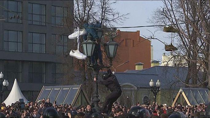 Enten, Turnschuhe und Alexei Nawalny (40): Symbole für Protest in Russland