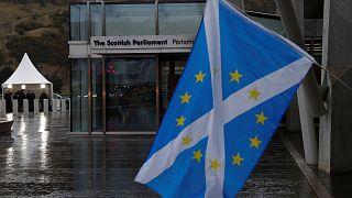 Theresa May in cerca di consensi in Scozia