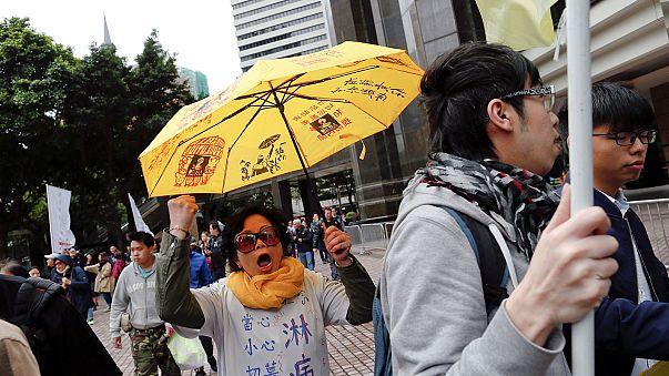 """Hongkongban perbe fogják az """"esernyős forradalom"""" vezetőit"""
