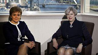 İngiltere Başbakanı May ikinci bir bağımsızlık referandumu isteyen Sturgeon'ı ikna edemedi