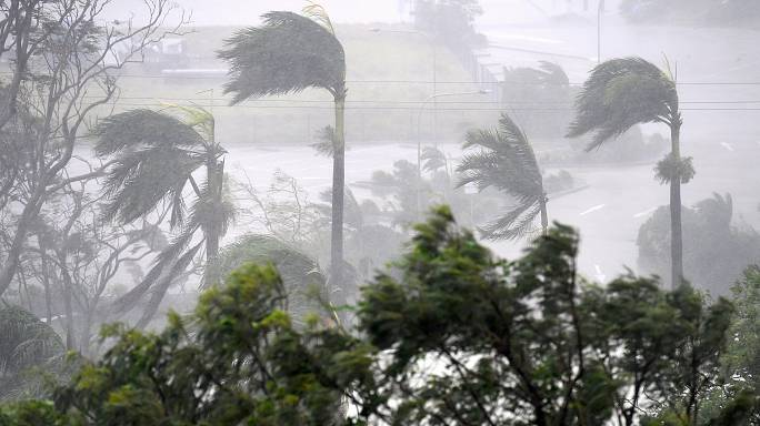 Cyclone Debbie makes landfall in Queensland
