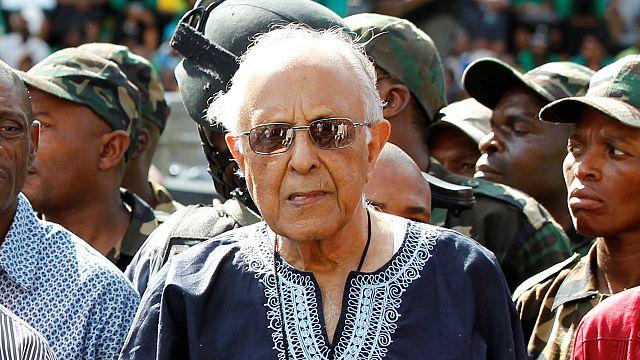 """Muere Ahmed Kathrada, veterano de la lucha contra el apartheid y """"hermano"""" de Nelson Mandela"""