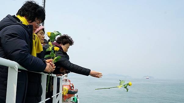 Search of South Korean ferry wreckage uncovers remains of missing passengers