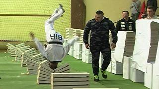 Taekwondo champion smashes 111 blocks with his head