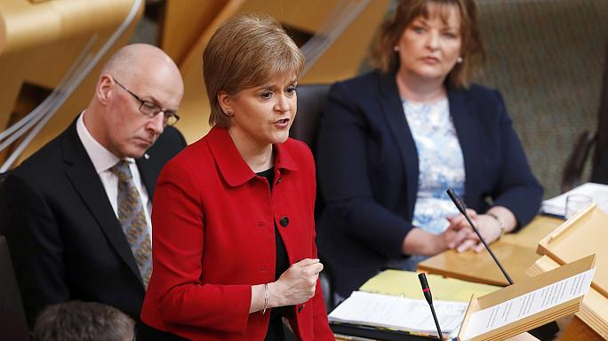 Scottish parliament backs bid for second independence referendum