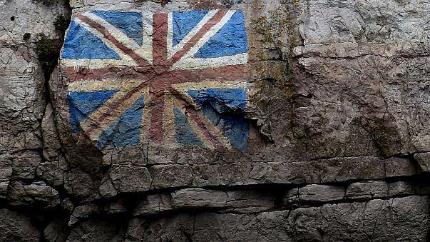 Londres se tira de cabeza al Brexit y a una negociación de dos años