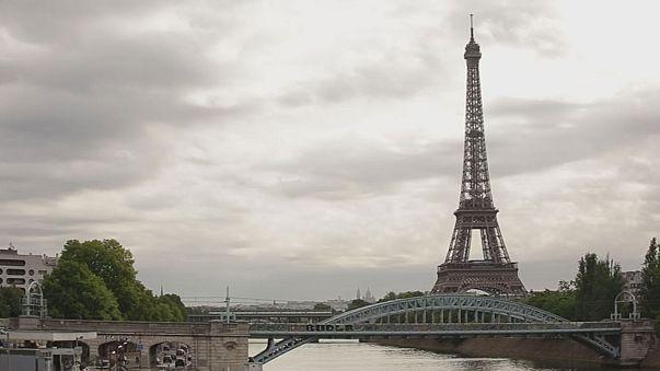 Francia: la corsa all'Eliseo fa tappa dagli industriali, Macron promette sgravi fiscali