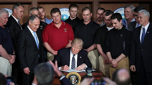 US-Präsident Trump unterschreibt Dekret gegen Klimaschutz