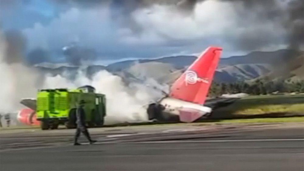 Resultado de imagem para Avião incendeia-se ao aterrar no Peru