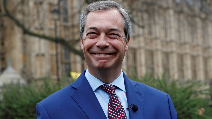 """Brexit: """"não poderia estar mais feliz"""" - Nigel Farage"""