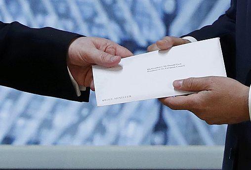UK kicks off divorce from EU