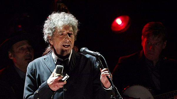 Боб Дилан получит Нобелевский диплом через несколько дней