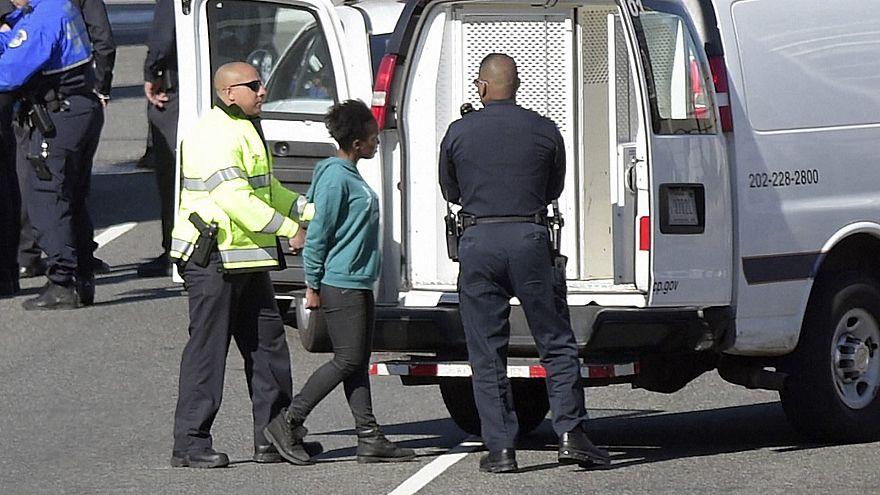 اعتقال امرأة كادت تدهس رجال شرطة قرب البيت الأبيض الأمريكي