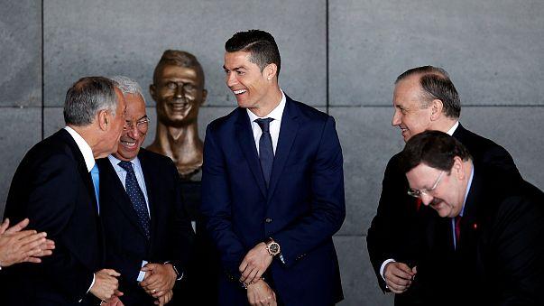 إطلاق اسم كريستيانو رونالدو على مطار برتغالي...وتمثاله يتحوَّل إلى موضوع تهكّم