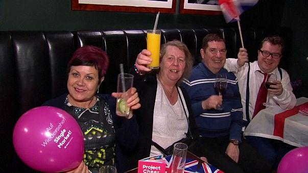 """""""Cheers"""" ! : ces Britanniques qui célèbrent le Brexit"""
