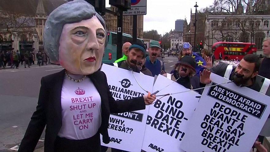 Brexit, αλλά όχι στα τυφλά ζητούν οι πολίτες
